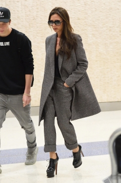 00-holding-celebrity-style-victoria-beckham-grey-suit